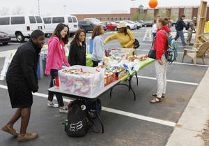 Photo - Students make sandwiches for other students during the University of Central Oklahoma's Earth Day Week's Park-ing Day on the campus in Edmond. Photo By Paul Hellstern, The Oklahoman