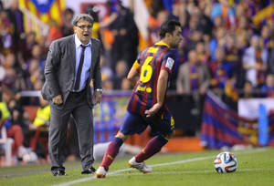 Photo - Barcelona's coach Gerardo Martino of;;owe the action from the side line during the final of the Copa del Rey between FC Barcelona and Real Madrid at the Mestalla stadium in Valencia, Spain, Wednesday, April 16, 2014. (AP Photo/Manu Fernandez)