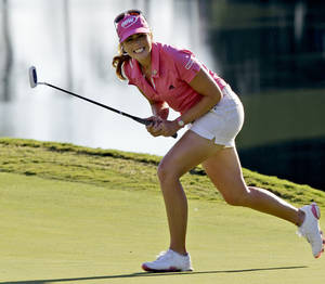 photo -   Paula Creamer reacts to a missed birdie putt on the 18th green during one of eight playoff holes with Jiyai Shin, of South Korea, during the Kingsmill Championship LPGA Tour golf tournament in Williamsburg, Va., Sunday, Sept. 9, 2012. Both players failed to birdie and will return to continue the playoff on Monday. (AP Photo/Steve Helber)  