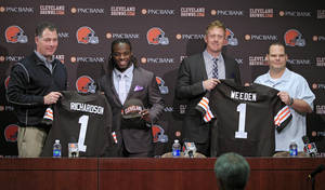 Photo - Cleveland Browns first round draft picks running back Trent Richardson, second from left, and quarterback Brandon Weeden, second from right, pose with head coach Pat Shurmur, left, and general manager Tom Heckert at the NFL football team's headquarters in Berea, Ohio Friday, April 27, 2012. (AP Photo/Mark Duncan) ORG XMIT: OHMD101