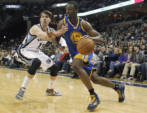Photo - Golden State forward Harrison Barnes (40) drives to the basket against Memphis Grizzlies forward Mike Miller (13) in the first half of an NBA basketball game Saturday, Dec. 7, 2013, in Memphis, Tenn. (AP Photo/Lance Murphey)
