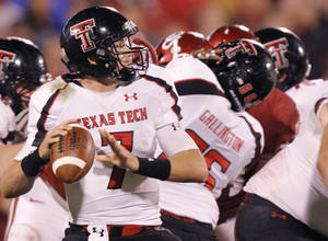photo - Texas Tech's Seth Doege (7) looks to pass the ball during the college football game between the University of Oklahoma Sooners (OU) and Texas Tech University Red Raiders (TTU) at the Gaylord Family-Oklahoma Memorial Stadium on Saturday, Oct. 22, 2011. in Norman, Okla. Photo by Chris Landsberger, The Oklahoman  ORG XMIT: KOD