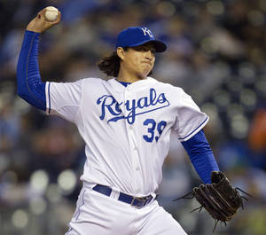 Photo -   Kansas City Royals starting pitcher Luis Mendoza (39) works against the Detroit Tigers during the first inning of a baseball game at Kauffman Stadium in Kansas City, Mo., Wednesday, Oct. 3, 2012. (AP Photo/Orlin Wagner)