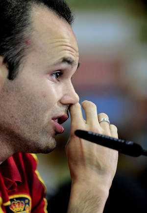 Photo -   Spain's Andres Iniesta, gestures during the press conference the day after the Euro 2012 soccer championship Group C match between Spain and Croatia, in Gniewino, Poland, Tuesday, June 19, 2012.(AP Photo/Alvaro Barrientos)