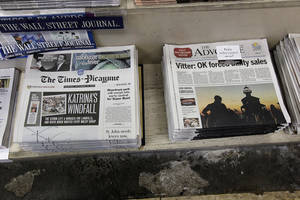 photo -   Free introductory copies of the Baton Rouge Advocate's new New Orleans edition, right, are seen next to copies of the New Orleans Times-Picayune at Lakeside News in the New Orleans suburb of Metairie, La., Thursday, Sept. 27, 2012. As The Times-Picayune in New Orleans scales back its print edition to three days a week, the Baton Rouge newspaper is starting its own daily edition to try to fill the void. The move by The Advocate sets up an old-fashioned newspaper competition, even as more and more people get their news online and from cellphones.(AP Photo/Gerald Herbert)