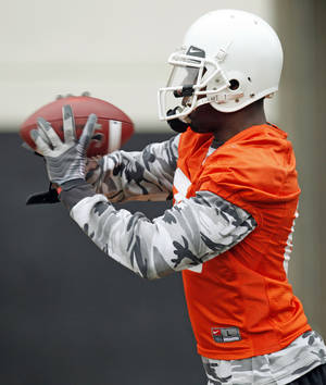 Photo - OSU's Justin Blackmon (81) catches the ball during Oklahoma State spring football practice at Boone Pickens Stadium in Stillwater, Okla., Monday, March 7, 2011. Photo by Nate Billings, The Oklahoman