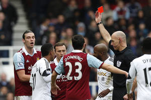 Photo - West Ham United's Andy Carroll, left, is shown a red card by referee Howard Webb for his challenge on Swansea City's Chico Flores during their English Premier League soccer match at Upton Park, London, Saturday, Feb. 1, 2014. (AP Photo/Sang Tan)