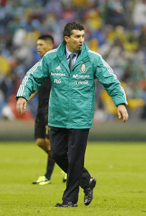 Photo - Mexico´s head coach Jose Manuel de la Torre walks on the field at the end of a 2014 World Cup qualifying soccer match with Honduras in Mexico City, Friday, Sept. 6, 2013. (AP Photo/Christian Palma)