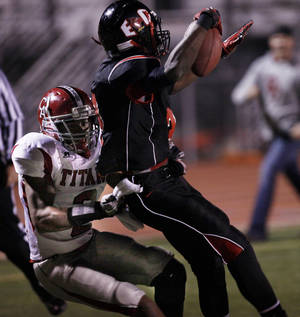 photo - HIGH SCHOOL FOOTBALL PLAYOFFS: Tulsa East Central wide receiver Stanvon Taylor powers his way to a touchdown past Carl Albert's Dwight Dobbins during the teams' Class 5A quarterfinal game at East Side Sports Complex, in Tulsa, on Friday, Nov. 19, 2010. CORY YOUNG/Tulsa World