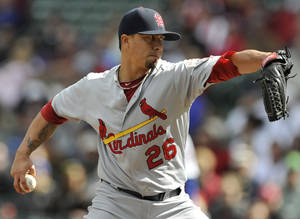 Photo -   St. Louis Cardinals starter Kyle Lohse delivers a pitch in the first inning during a baseball game against the Chicago Cubs in Chicago, Sunday, Sept. 23, 2012. (AP Photo/Paul Beaty)