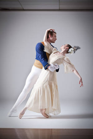 Photo - Oklahoma City Ballet members Ryan Piper and Carissa Churchill. SIMON HURST PHTOGRAPHY <strong></strong>