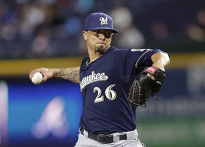 Photo - Milwaukee Brewers starting pitcher Kyle Lohse (26) works in the fourth inning of a baseball game against the Atlanta Braves Wednesday, Sept. 25, 2013 in Atlanta. (AP Photo/John Bazemore)