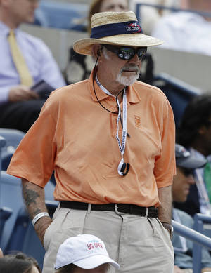 Photo -   Actor Sean Connery watches Britain's Andy Murray play Czech Republic's Tomas Berdych during a semifinal match at the 2012 US Open tennis tournament, Saturday, Sept. 8, 2012, in New York. (AP Photo/Darron Cummings)