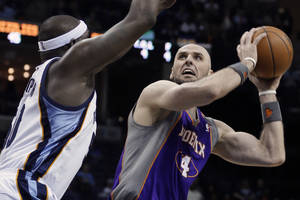 Photo - Phoenix Suns' Marcin Gortat (4), of Poland,  tries to shoot around Memphis Grizzlies' Zach Randolph during first half of an NBA basketball game in Memphis, Tenn., Tuesday, Feb. 5, 2013. (AP Photo/Danny Johnston)