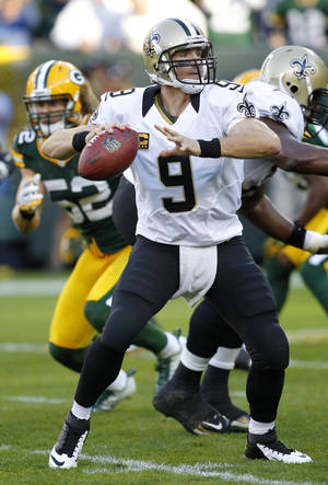 Photo -   New Orleans Saints quarterback Drew Brees looks for a receiver during the second half of an NFL football game against the Green Bay Packers on Sunday, Sept. 30, 2012, in Green Bay, Wis. The Packers won 28-27. (AP Photo/Mike Roemer)