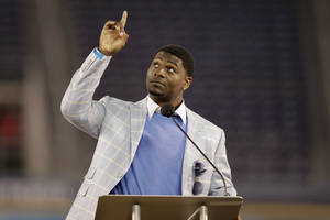 Photo -   Former San Diego Chargers running back LaDainian Tomlinson points upward during a public memorial service for the late NFL football player Junior Seau at Qualcomm Stadium Friday, May 11, 2012, in San Diego. Seau committed suicide on May 2 at his Oceanside, Calif., home. He played parts of 20 seasons in the NFL, with the San Diego Chargers, Miami Dolphins and New England Patriots. (AP Photo/ Gregory Bull)