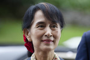 Photo -   Myanmar opposition leader Aung San Suu Kyi arrives to attend a conference at the Oslo Forum at the Losby Gods mansion about 13 kilometers (8 miles) east of Oslo, Monday, June 18, 2012. The Oslo Forum is a n international network of armed conflict mediation practitioners. (AP Photo/Markus Schreiber)