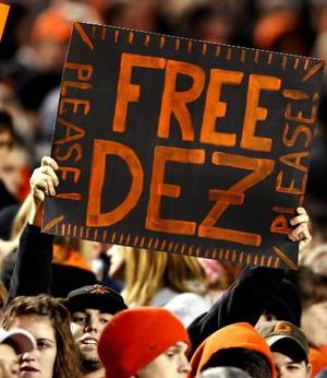 Photo - A fan holds up a sign supporting  Dez  Bryant during the college football game between Oklahoma State University (OSU) and the University of Missouri (MU) at Boone Pickens Stadium in Stillwater, Okla. Saturday, Oct. 17, 2009. Photo by Steve Sisney, The Oklahoman