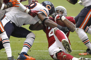 Photo - Arizona Cardinals running back Alfonso Smith is hit by Chicago Bears outside linebacker Geno Hayes, left, during the first half of an NFL football game, Sunday, Dec. 23, 2012, in Glendale, Ariz. (AP Photo/Paul Connors)