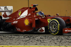 Photo -   Ferrari Formula One driver Fernando Alonso of Spain steers his car during the Singapore Formula One Grand Prix on the Marina Bay City Circuit in Singapore, Sunday, Sept. 23, 2012. (AP Photo/Ng Han Guan)