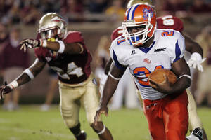 photo -   Savannah State&#039;s Sheldon Barnes runs against Florida State at the end of the second quarter of an NCAA college football game, Saturday, Sept. 8, 2012, in Tallahassee, Fla. (AP Photo/Steve Cannon)  