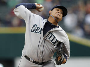 Photo -   Seattle Mariners pitcher Felix Hernandez throws against the Detroit Tigers in the first inning of a baseball game, Wednesday, April 25, 2012, in Detroit. (AP Photo/Paul Sancya)
