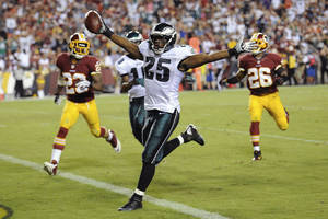 Photo - Philadelphia Eagles running back LeSean McCoy celebrates has he crosses the goal line for a touchdown during the second half of an NFL football game against the Washington Redskins in Landover, Md., Monday, Sept. 9, 2013. (AP Photo/Nick Wass)