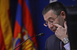 Photo - FC Barcelona's President Josep Maria Bartomeu gestures during a press conference at the Camp Nou stadium in Barcelona, Spain, Friday, Jan 24, 2014. Barcelona says its board of directors is calling an ''extraordinary'' meeting, fueling Spanish media reports that club president Sandro Rosell is under pressure to consider stepping down due to the lawsuit regarding Neymar's transfer. Barcelona said in a statement that the meeting will take place on Thursday afternoon, a day after a judge agreed to hear a lawsuit brought by a Barcelona club member over the cost of Neymar's signing. (AP Photo / Manu Fernandez)