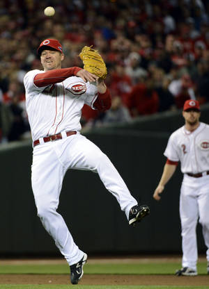 photo -   Cincinnati Reds third baseman Scott Rolen throws to first base after fielding a ground ball hit by San Francisco Giants&#039; Joaquin Arias in the 10th inning during Game 3 of the National League division baseball series, Tuesday, Oct. 9, 2012, in Cincinnati. Rolen was charged with an error on the play allowing Buster Posey to score. The Giants won 2-1 in the 10th inning to cut their playoff deficit to 2-1. (AP Photo/Michael Keating)  