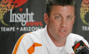 Photo - COLLEGE FOOTBALL: OSU head coach Mike Gundy speaks during a press conference at the Camelback Inn Resort in Scottsdale, Arizona, Sunday, December 30, 2007. Oklahoma State University will play Indiana in the Insight Bowl on Dec. 31, 2007. BY NATE BILLINGS, THE OKLAHOMAN ORG XMIT: KOD