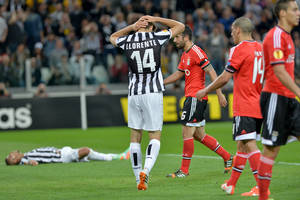 Photo - Juventus Chilean Arturo Vidal, left, lies on the ground as teammate Fernando Llorente of Spain, second from left, touches his head during the Europa League semifinal second leg soccer match between Juventus and Benfica at the Juventus stadium, in Turin, Italy, Thursday, May 1, 2014. (AP Photo/ Massimo Pinca)