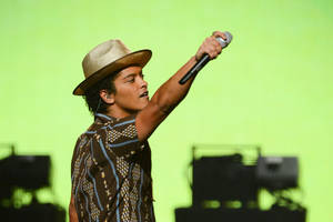 Photo - Bruno Mars performs at IHeartRadio Music Festival, day 2, Saturday, Sept. 21, 2013 in Las Vegas, NV. (Photo by Al Powers/Powers Imagery/Invision /AP)