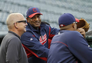photo -   Cleveland Indians interim manager Sandy Alomar Jr., center, watches batting practice before the Indians' baseball game against the Kansas City Royals on Friday, Sept. 28, 2012, in Cleveland. Alomar takes over for Manny Acta, who was fired Thursday. (AP Photo/Mark Duncan)