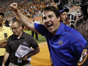 Photo -   Florida head coach Will Muschamp celebrates their 37-20 win over Tennessee in an NCAA college football game on Saturday, Sept. 15, 2012, in Knoxville, Tenn. (AP Photo/Wade Payne)