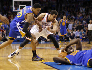 Photo - Oklahoma City's Thabo Sefolosha (25) and Golden State's Kent Bazemore (20) go for the ball as Draymond Green (23) tries to pass during an NBA basketball game between the Oklahoma City Thunder and the Golden State Warriors at Chesapeake Energy Arena in Oklahoma City, Saturday, Jan. 18, 2014. Oklahoma City won 127-121. Photo by Bryan Terry, The Oklahoman