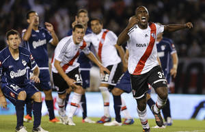 Photo - River Plate's Eder Alvarez Balanta, right, celebrates scoring against Quilmes during an Argentina's league soccer match in Buenos Aires, Argentina, Sunday, April 28, 2013. (AP Photo/Natacha Pisarenko)
