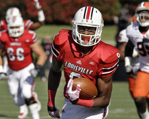 photo - Louisville wide receiver DeVante Parker heads to the end zone to complete a 42-yard pass for a touchdown against Syracuse in the first quarter of an NCAA college football game in Louisville, Ky., Saturday, Oct. 29, 2011.  (AP Photo/Garry Jones) ORG XMIT: KYGJ101