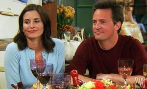 "Photo - TELEVISION SHOW: Courteney Cox and Matthew Perry in a scene from a Thanksgiving-themed episode of the TV series ""Friends.""    ORG XMIT: 0811241558382982"