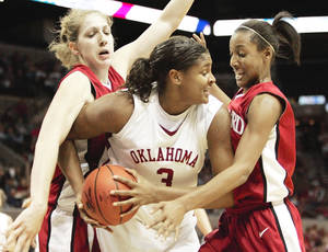 Photo - Stanford's Candice Wiggins, right, battles OU's Courtney Paris during their NCAA Regional semifinal game at the AT&T Center in San Antonio on March 25, 2006. Stanford defeated the Sooners, 88-74.  By Nate Billings, The Oklahoman Archive