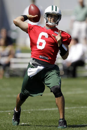 Photo -   New York Jets quarterback Mark Sanchez throws during NFL football practice, Thursday, May 31, 2012, in Florham Park, N.J. (AP Photo/Julio Cortez)