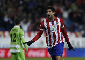 Photo - Atletico de Madrid's Brazilian born Spanish Diego Costa celebrates his goal  during a Spanish La Liga soccer match between Atletico de Madrid and Getafe at the Vicente Calderon stadium in Madrid, Spain, Saturday, Nov. 23, 2013. (AP Photo/Andres Kudacki)