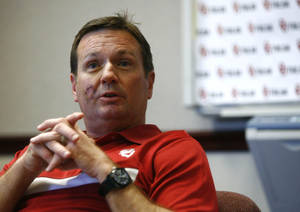 Photo - OU football coach Bob Stoops discusses the upcoming season during the Sooner Caravan at OU-Tulsa on Monday, May 6, 2013. MATT BARNARD/Tulsa World ORG XMIT: DTI1305062004251123