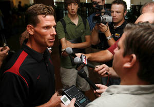 Photo - OU FOOTBALL: Assistant head football coach and defensive coordinator Brent Venables talks to the media during Bob Stoops' weekly media lunch and press conference at the University of Oklahoma in Norman, Oklahoma on Tuesday August 26, 2008.    BY STEVE SISNEY, THE OKLAHOMAN