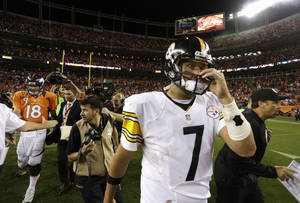 Photo -   Pittsburgh Steelers quarterback Ben Roethlisberger leaves the field after the Broncos defeated the Steelers 31-19 during an NFL football game, Sunday, Sept. 9, 2012, in Denver. Broncos quarterback Peyton Manning is at left. (AP Photo/Joe Mahoney)