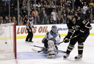 Photo -   Dallas Stars center Tomas Vincour (81), of the Czech Republic, scores on a shootout against San Jose Sharks goalie Antti Niemi (31), of Finland, during an NHL hockey game on Thursday, March 8, 2012, in Dallas. The Stars won in overtime 4-3. (AP Photo/Tony Gutierrez)