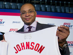 "Photo - FILE - In this Oct. 16, 2013, photo, basketball commentator Gus Johnson holds a jersey during a news conference during the Big East NCAA college basketball media day in New York. Fox has picked Johnson as its lead soccer announcer and is teaming him with former U.S. star Eric Wynalda. ""I completely realize that Gus and Eric, having two American voices, is a change for the hard core, absolutely,"" says Fox Sports President Eric Shanks. ""It's a change that I believe in."" (AP Photo/Craig Ruttle, File)"