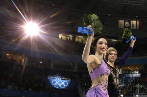 Photo - Meryl Davis and Charlie White of the United States celebrate their first place following the flower ceremony in the ice dance free dance figure skating finals at the Iceberg Skating Palace during the 2014 Winter Olympics, Monday, Feb. 17, 2014, in Sochi, Russia. (AP Photo/Darron Cummings)