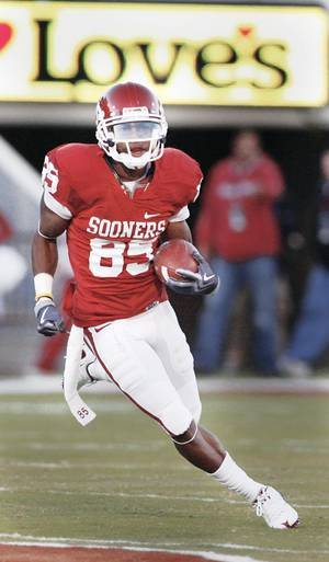 Photo - It might be time to start considering OU receiver Ryan Broyles, who leads the nation in TD receptions, for the Big 12 Offensive Player of the Year award. PHOTO BY STEVE SISNEY, THE OKLAHOMAN