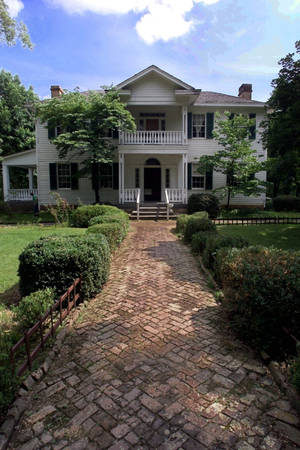 photo - The George Murrell House in Park Hill near Tahlequah is one of many historic sites in Oklahoma that will be celebrating a pioneer-style Christmas with special events and open houses. PHOTO BY STEVE SISNEY, THE OKLAHOMAN. <strong>STEVE SISNEY</strong>