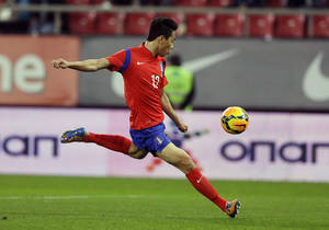 Photo - South Korea's Park Chu-young scores the opening goal against Greece during a friendly match at Georgios Karaiskakis stadium in Piraeus port, near Athens, Wednesday, March 5, 2014. (AP Photo/Thanassis Stavrakis)